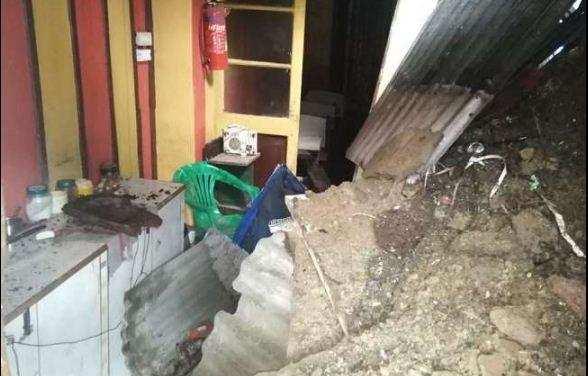 उत्तराखंड | भर-भराकर गिरा दो मंजिला मकान, एक ही परिवार के 3 लोगों की मौत