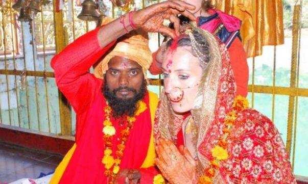 उत्तराखंड   विदेशी महिला ने धारी देवी मंदिर में बाबा से रचाई शादी, जानिए वजह