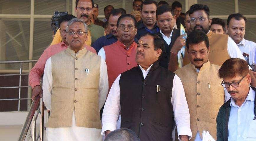 कोरोना से जंग | मुख्यमंत्री त्रिवेंद्र ने मंत्रियों को सौंपी जिलेवार जिम्मेदारी, देखिए लिस्ट