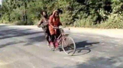 15 साल की लड़की घायल पिता को लेकर 1200 KM साइकिल चलाकर पहुंची गांव, इवांका ट्रंप ने कही ये बात