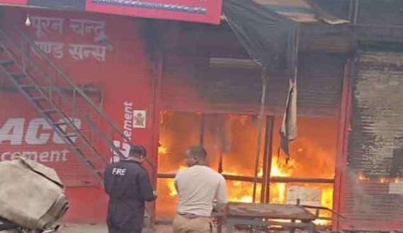 उत्तराखंड | हार्डवेयर की दुकान में लगी भयंकर आग, लाखों का माल जलकर राख