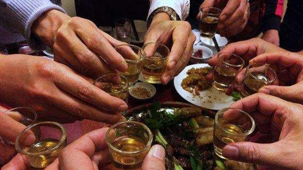लॉकडाउन में चल रही थी शराब पार्टी, पुलिस के हत्थे चढ़े 22 युवक और 8 युवतियां
