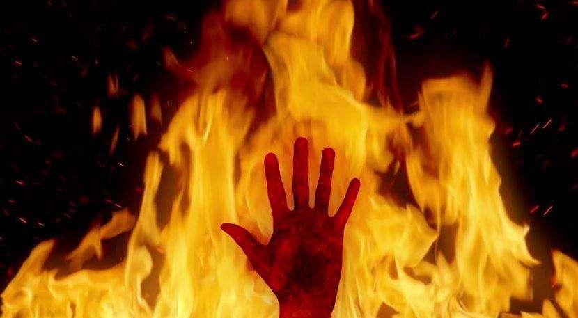 खौफनाक | युवक को पेड़ से बांधकर जिंदा जलाया, जानिए पूरा मामला