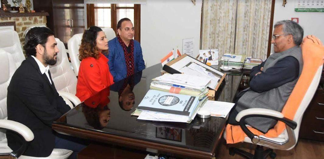 मुख्यमंत्री से मिली अभिनेत्री चित्रांशी, कहा- उत्तराखंड में करेंगी फिल्म की शूटिंग