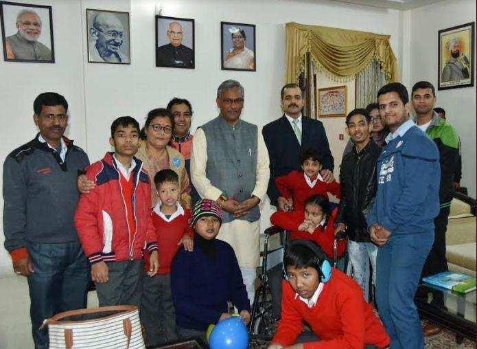 उत्तराखंड | विश्व दिव्यांग दिवस के अवसर पर दिव्यांग बच्चों से मिले मुख्यमंत्री