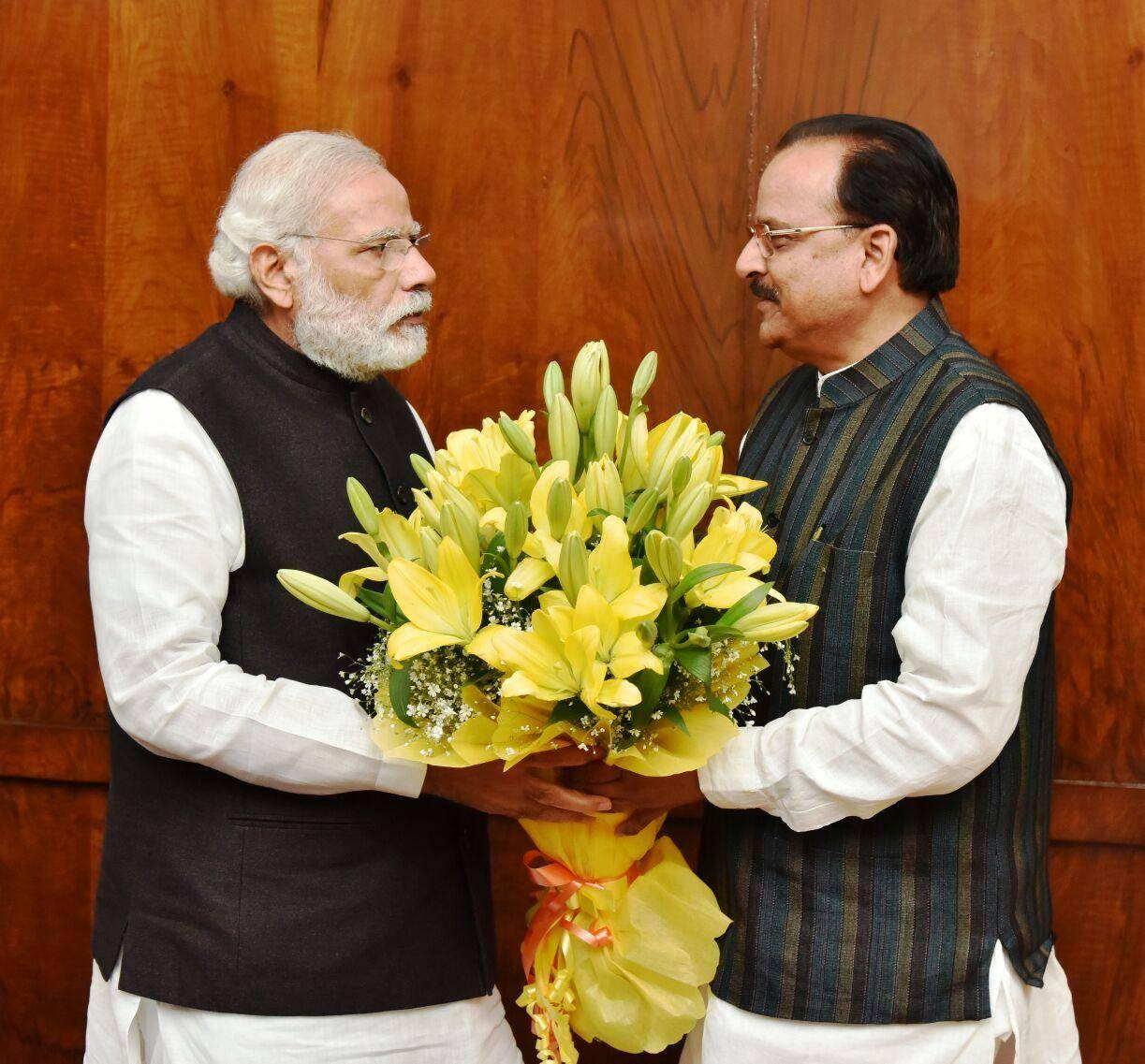 उत्तराखंड में BJP की प्रचंड जीत पर मोदी ने थपथपाई अजय भट्ट की पीठ