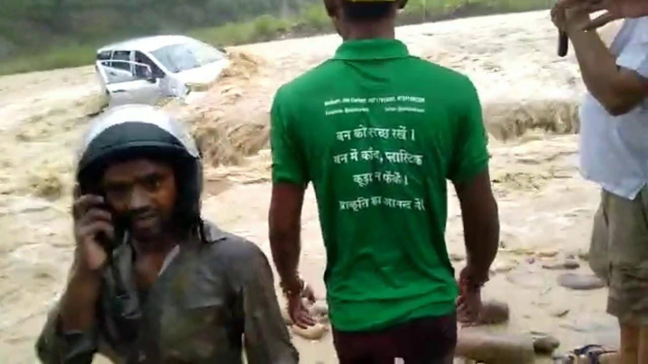 उत्तराखंड | रामनगर में बही इनोवा कार, दो महिलाओं की मौत, एक लापता, देखिए वीडियो