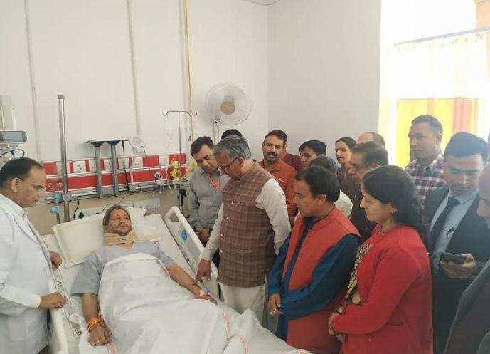 मुख्यमंत्री ने एम्स पहुंच कर तीरथ सिंह रावत के स्वास्थ्य का हालचाल जाना