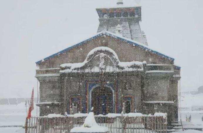 उत्तराखंड   मौसम ने ली करवट, चारों धाम में बिछी बर्फ की सफेद चादर