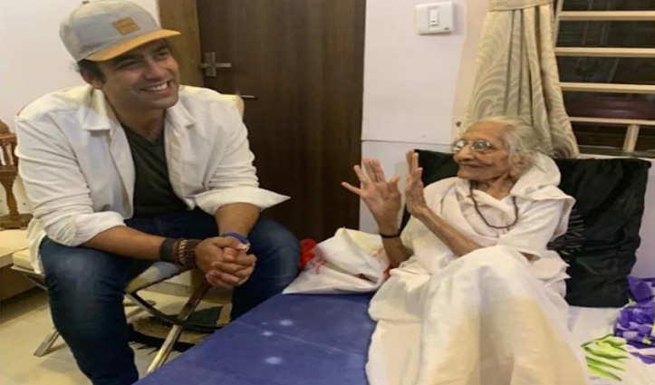 PM मोदी की मां से मिले सिंगर जुबिन नौटियाल, बोले- अब समझ आया, वे इतने विनम्र क्यों हैं