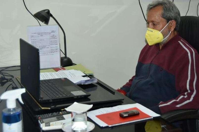 आवास से काम कर रहे हैं कोरोना पॉजिटिव CM तीरथ, बोले- जनहित के काम रुकने नहीं चाहिए