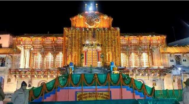 खुल गए भगवान बदरीनाथ के कपाट, PM मोदी की ओर से हुई पहली पूजा, CM तीरथ ने दी बधाई
