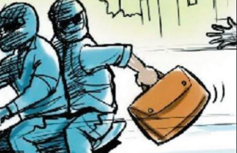 हल्द्वानी  बैंक से पैसे निकाल घर जा रहे बुजुर्ग से लूटे 49 हजाररुपये