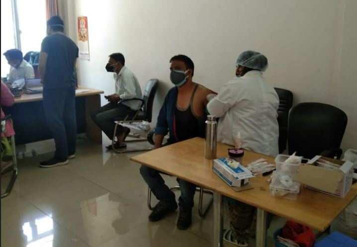 देहरादून   मुख्यमंत्री तीरथ के निर्देश पर मीडियाकर्मियों को लगी वैक्सीन