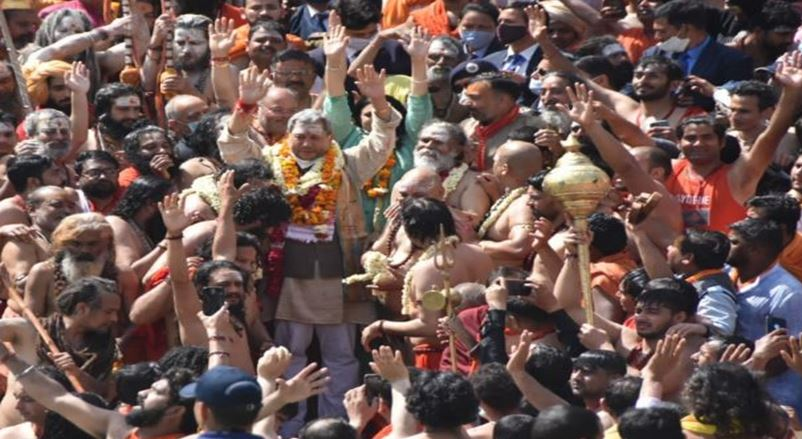 हर की पैड़ी पहुंचे CM तीरथ,मां गंगा से की प्रदेश वासियों की सुख समृद्धि की कामना