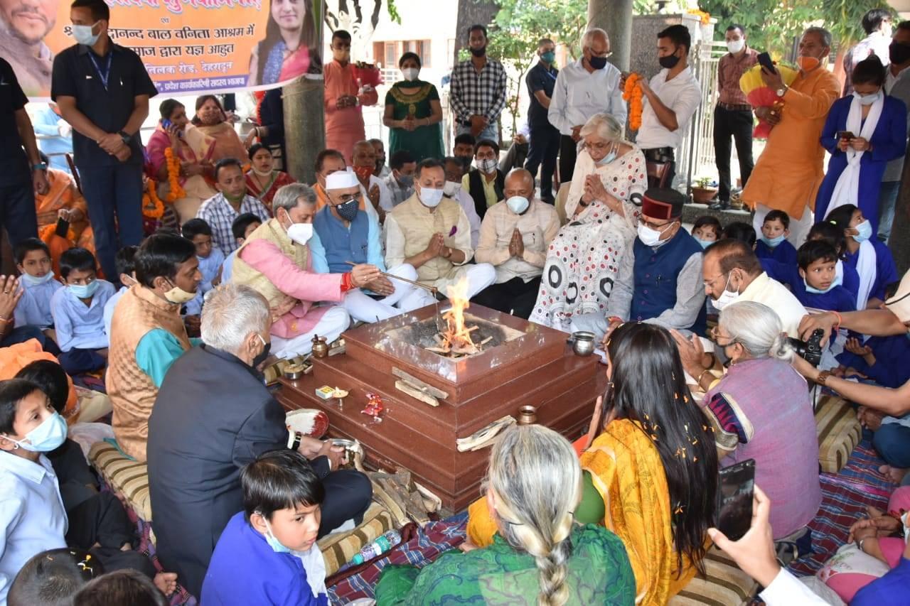 उत्तराखंड | CM तीरथ सिंह रावत के जन्मदिन आज, दीर्घायु के लिए किया गया यज्ञ