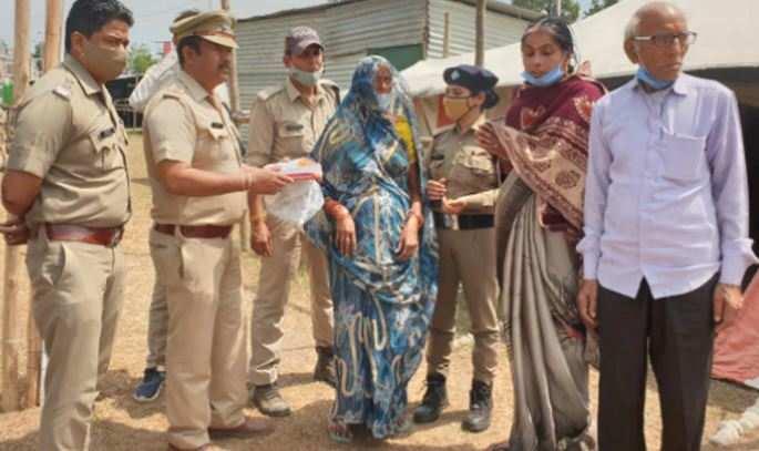 5 साल पहले परिवार से बिछड़ी महिला को कुंभ ने फिर से मिलाया, छलक उठी सबकी आंखें