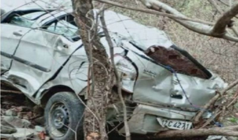 उत्तराखंड   हादसे का शिकार होकर खाई में गिरी कार, शिक्षक दंपति की मौत