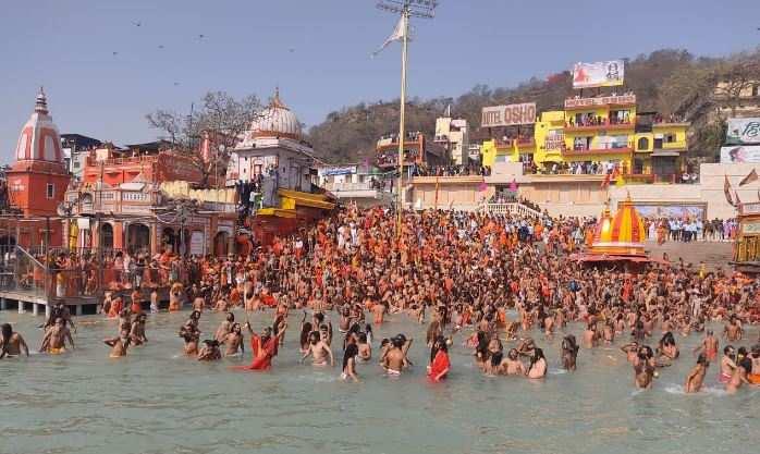 हरिद्वार कुंभपहला शाही स्नान | हर की पैड़ी पर उमड़ा श्रद्धालुओं का सैलाब, अबतक22 लाख से ज्यादा लोगों ने स्नान