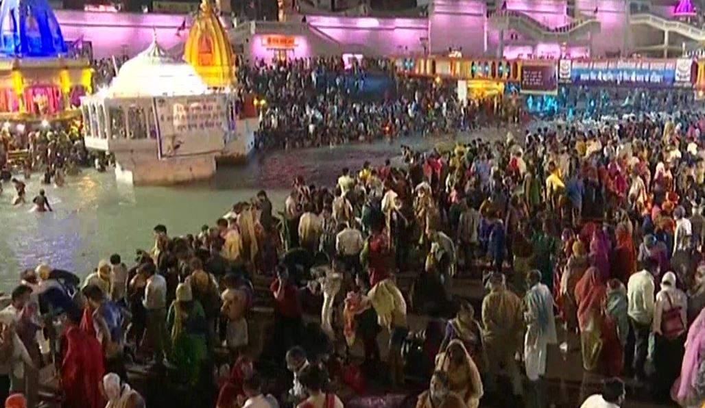हरिद्वार महाकुंभ | दूसरा शाही स्नान आज, हर की पैड़ी पर उमड़ीश्रद्धालुओं की भीड़