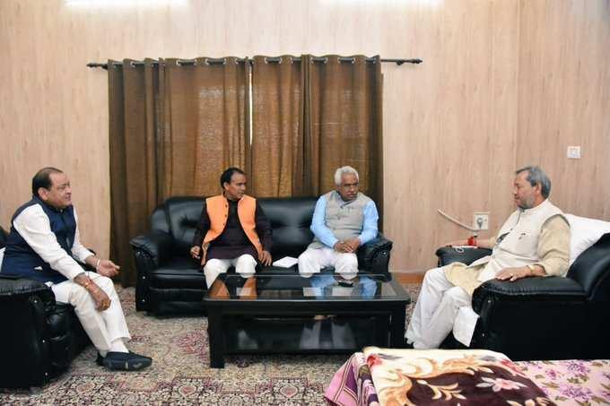 उत्तराखंड | प्रदेश अध्यक्ष और मंत्रियों संग मुख्यमंत्री तीरथ की अहम बैठक, जानिए क्या बात हुई ?