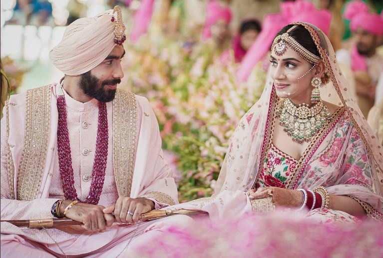 टीवी एंकर संजना गणेशन संग शादी के बंधन में बंधे जसप्रीत बुमराह
