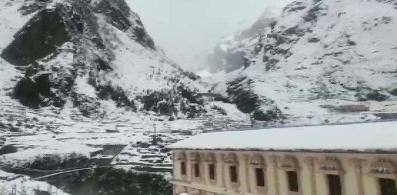 उत्तराखंड में मौसम ने बदली करवट, बारिश-बर्फबारी से बढ़ी ठंड